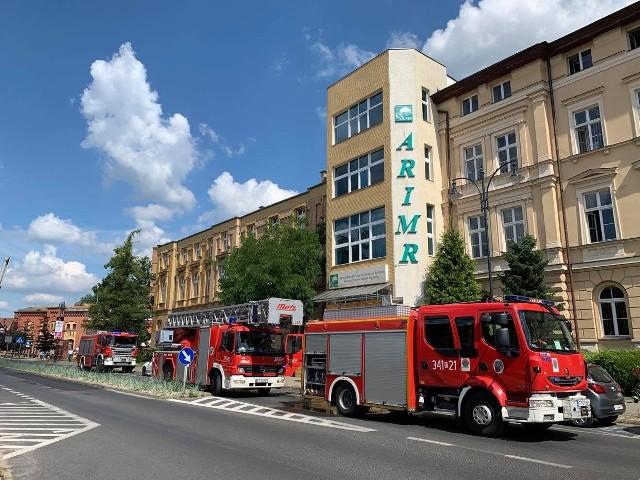 W ćwiczeniach na ulicy Dąbrowskiego 4 w Toruniu uczestniczyły trzy zastępów strażaków.