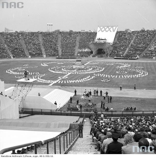 Manifestacja młodzieży na Stadionie X-lecia w Warszawie z okazji święta 22 lipca (1979 r.)