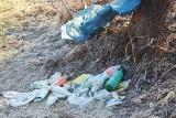 Wysypisko śmieci nad Kamienicą i Dunajcem. Pełno szkła i butelek po piwie [ZDJĘCIA]