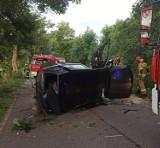 Wypadek w Czerniewie w gm. Trąbki Wielkie! 21.07.2021 r. 21-latek stracił panowanie nad pojazdem i uderzył w drzewo. Trafił do szpitala