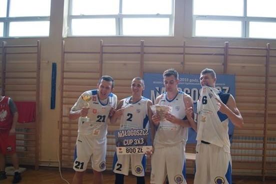 Małogoszcz Basketball CUP oraz Puchar Polski wKoszykówce na wózkach już w najbliższą sobotę w Małogoszczu. Na zdjęciu: drużyna występująca podczas turnieju w 2018 roku.