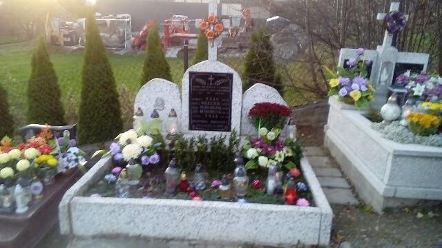 Grób na cmenatrzu w Krzczonowie, w którym pochowane są cywilne ofiary pacyfikacji Zawadki. Wkrótce ma się na nim pojawić nowy nagrobek