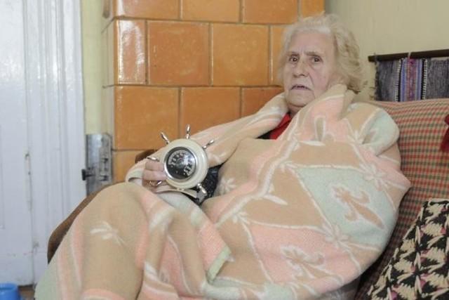 Pani Janina z kamienicy przy ul. Kujawskiej w BydgoszczyPo podwyżce czynszu 13 rodzin wyprowadziło się w ciągu paru miesięcy. Została tylko 76-latka.