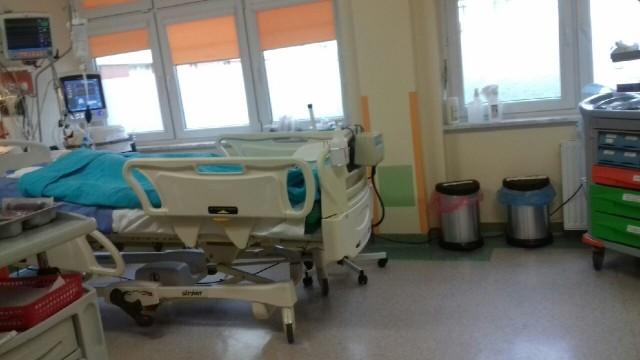 Skatowane dziecko trafiło do grudziądzkiego szpitala w poniedziałek. Za większość jego organów pracują urządzenia.