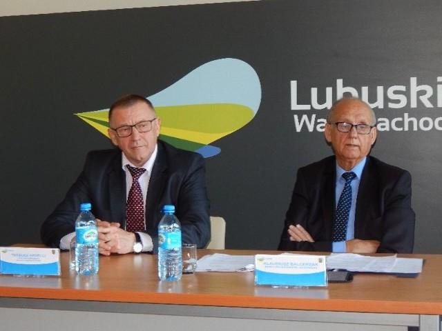 Od lewej: Tadeusz Ardelli i Klaudiusz Balcerzak na konfernencji prasowej