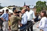 Awantura w Nowym Targu. Mężczyzna, który zakłócił konferencję opozycji, sam zgłosił się na policję. Usłyszał zarzuty