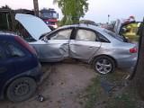 Popowo. Audi uderzyło w drzewo i zatrzymało się na ogrodzeniu