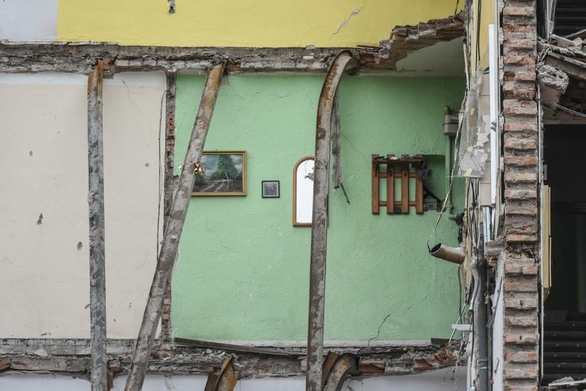 Zniszczona kamienica na Dębcu w Poznaniu