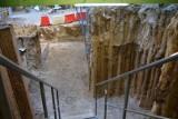 Kolejne odkrycia archeologów na placu Kolegiackim w Poznaniu. Co udało się znaleźć tym razem? [ZDJĘCIA]