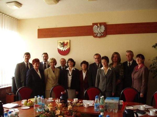 Podczas spotkania w bydgoskim Starostwie Powiatowym,  po gratulacjach i słowach podziękowania,  nagrodzeni  nauczyciele i władze powiatu stanęli do wspólnej,  pamiątkowej fotografii.
