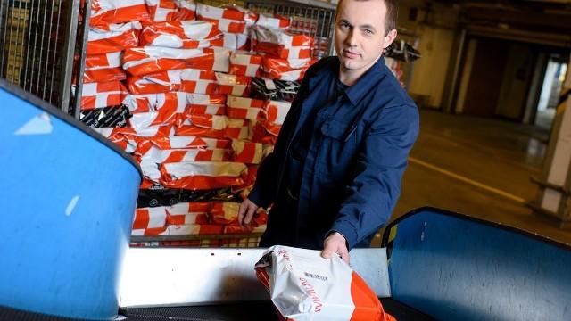Klient zamawiający przesyłkę otrzymuje od Poczty Polskiej powiadomienie, o przekazaniu paczki do wybranego punktu.