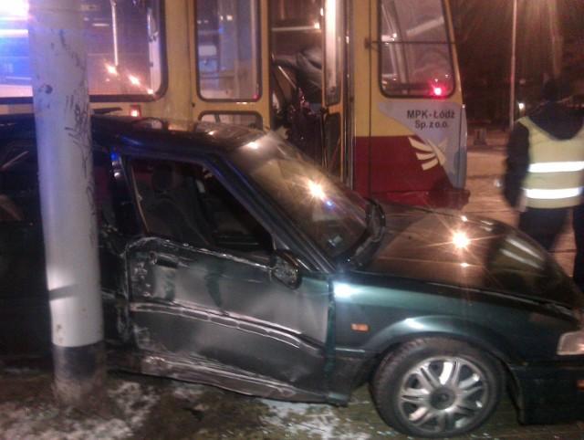 Kierowca hondy wjechał wprost pod tramwaj