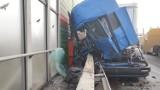 Wypadek na S8 w Piotrkowie! Zderzenie dwóch ciężarówek. Jedna osoba ranna. Trasa na Katowice zablokowana [ZDJĘCIA]