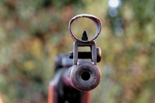 W Gorzowie dwóch mężczyzn strzelało z wiatrówki do reklam.