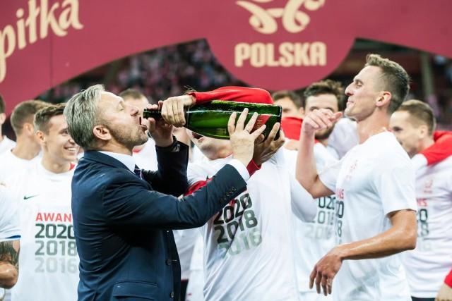 Jerzy Brzęczek nie miał dobrego startu ze swoją przygodą z reprezentacją Polski, ale zrealizował cel, jakim był awans na Mistrzostwa Europy 2020. Jak wyglądała nasza kadra przez te 10 spotkań? Zobaczcie małe podsumowanie pracy Jerzego Brzęczka i naszych Orłów.