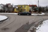 Ukradli znaki ze skrzyżowania ul. Pod Krzywą z Murarską. Kierowcy rozbijają tam auta!