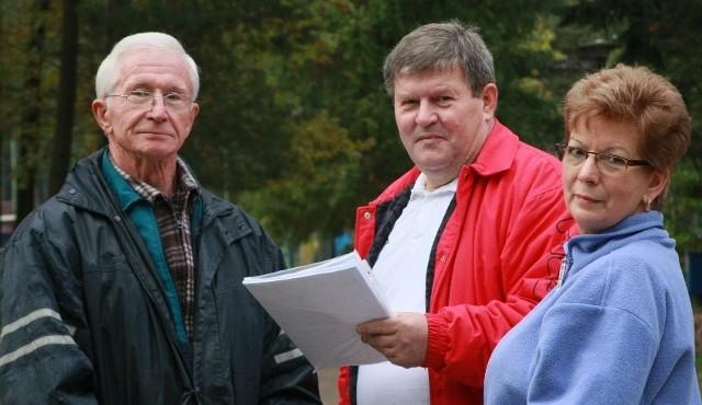 - Wystąpimy z pozwem przeciw gminie o zwrot bezprawnie pobranych od nas pieniędzy - zapowiadają Jerzy Góralski, Zbigniew Czabak i Halina Karaś.