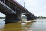 Wisłostrada. Warszawa: Utrudnienia w ruchu. Zamknięte wjazdy na most Poniatowskiego z powodu pustki pod jezdnią [ZDJĘCIA]