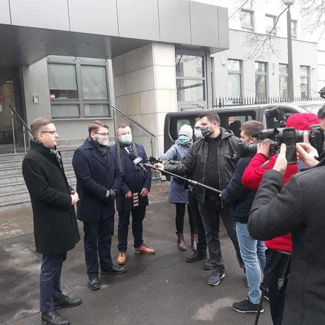 Konferencja prasowa Ruchu Narodowego odbyła się w piątek przed Sądem Okręgowym w Lublinie