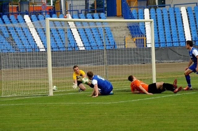 Stal Rzeszów - Concordia Elbląg 3-2Piłkarze Stali Rzeszów pokonali 3-2 Concordię Elbląg i odnieśli długo wyczekiwane zwycięstwo, choć przez większość spotkania grali w dziesiątkę.