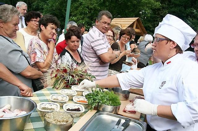 Stoisko Osady Karbówko oblegali smakosze - serwowano m.in. żeberka glazurowane miodem