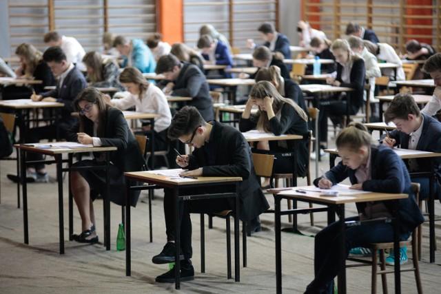 Egzamin gimnazjalny 2018 potrwa od 18 do 20 kwietnia. Arkusze CKE znajdziecie na GazetaWroclawska.pl