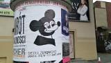 Co ma myszka Falubazu do Żeromskiego? Prace artysty Bolesława Chromrego zaskakują na ogłoszeniowych słupach i w Galerii BWA Zielona Góra