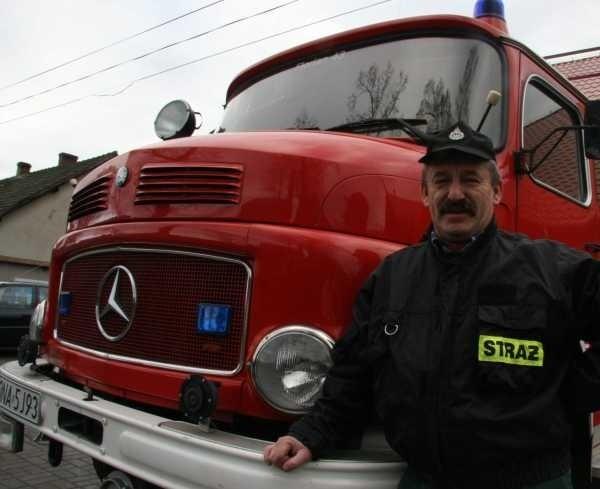 - Jesteśmy wdzięczni sponsorowi, że będziemy mieli porządne auto - mówią strażacy.