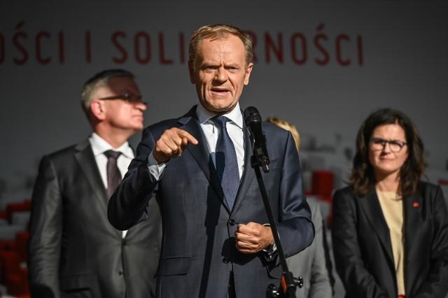 - Jestem szczęśliwy, że będę mógł o wiele dostanej mówić to, co myślę na temat tego co się dzieje w Polsce i w całej Europie – mówił Donald Tusk.