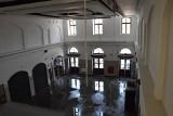 Burza w Inowrocławiu. W liceum wody po pachy, deszcz na dworzec wlewał się przez sufit!