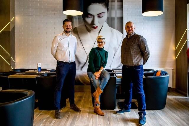 Twórcy i właściciele KOKU Sushi (na zdjęciu od lewej): Piotr Olechno, Urszula Olechno i Mariusz Olechno.