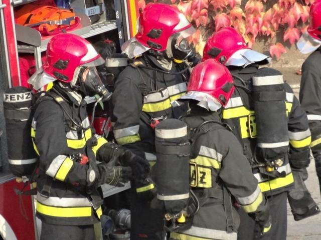 W działaniach ratowniczych brało udział w sumie 16 zastępów straży pożarnej.