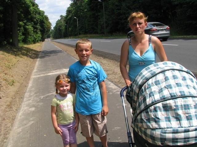 Angelika Waszkiel razem z synem Piotrem i siostrzenicą Asią Przytułą często bywają na plaży w Osieku.