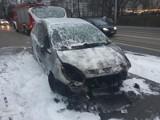 Młoda kobieta uciekła z płonącego auta na pl. Orląt Lwowskich