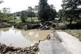 Nawałnica zerwała most w Manasterzu [ZDJĘCIA]