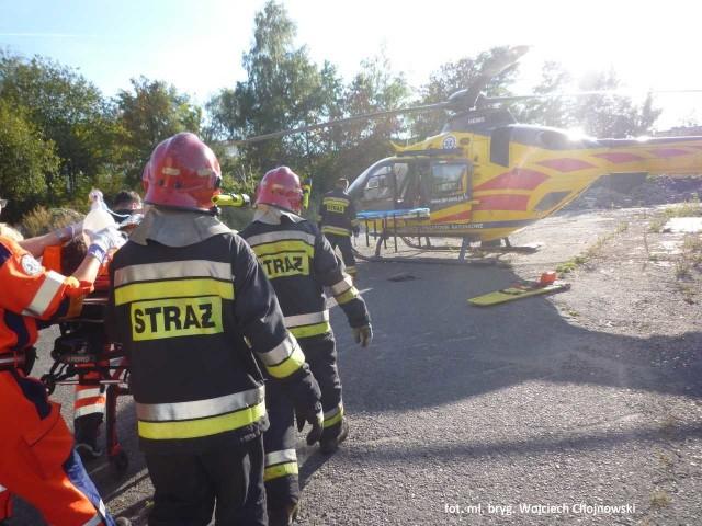 Motocyklista doznał poważnych obrażeń i został przetransportowany przez Lotnicze Pogotowie Ratunkowe do szpitala