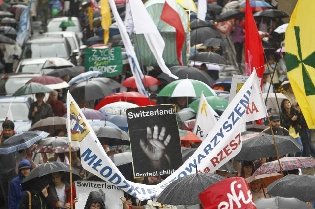 Mimo deszczowej pogody rzeszowski marsz zgromadził tłumy.