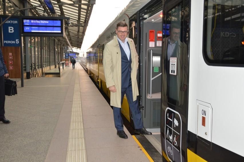 Po 17 latach pociąg dojechał na Wojnów. Test się udał! [ZDJĘCIA]
