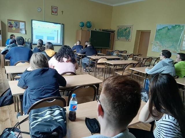 Covid -19 wykryto u uczennicy Zespołu Szkół nr 3 - szkoła pracuje zdalnie.