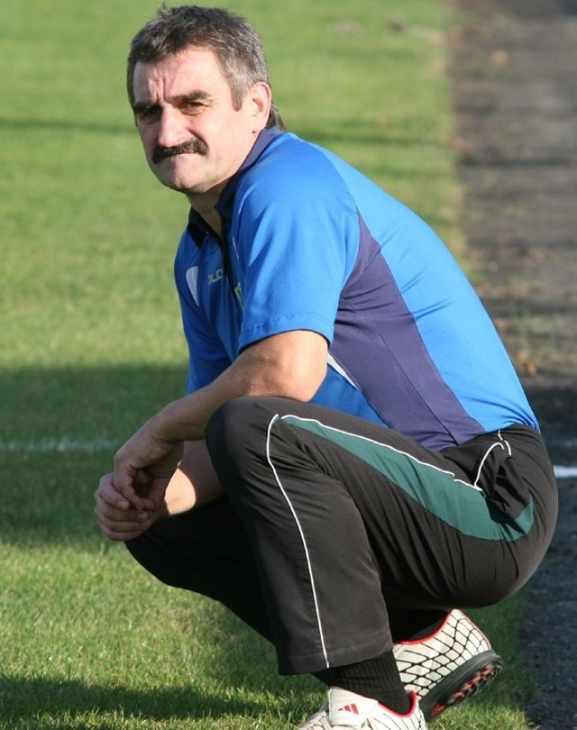 Szkoleniowiec piłkarzy Siarki Tarnobrzeg Adam Mażysz ma olbrzymi dylemat, jakich zmian dokonać w składzie swego zespołu.