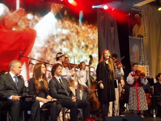 W koncercie dobrze zaprezentowali się znani aktorzy, ale nasze chóry i zespoły też wypadły świetnie