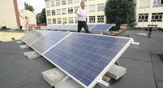 Koszt instalacji fotowoltaicznej do produkcji prądu dla jednego gospodarstwa domowego to około 30 tys. zł