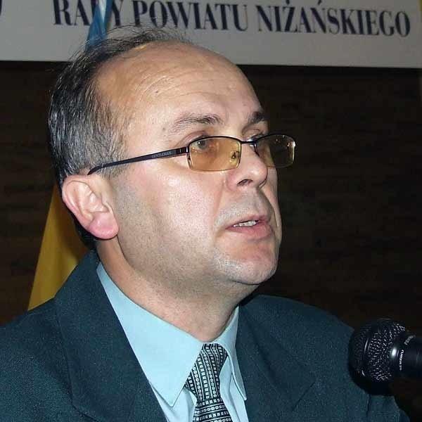 Starosta Władysław Pracoń na rękę weźmie około 5 tys. zł miesięcznie.