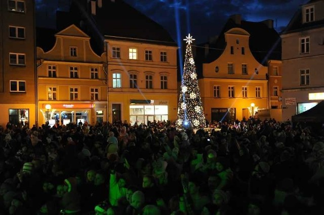 Występy na scenie, eskimoska wioska z psimi zaprzęgami, a przede wszystkim iluminacja przyciągnęła na plac Polonii Amerykańskiej tysiące brzeżan.