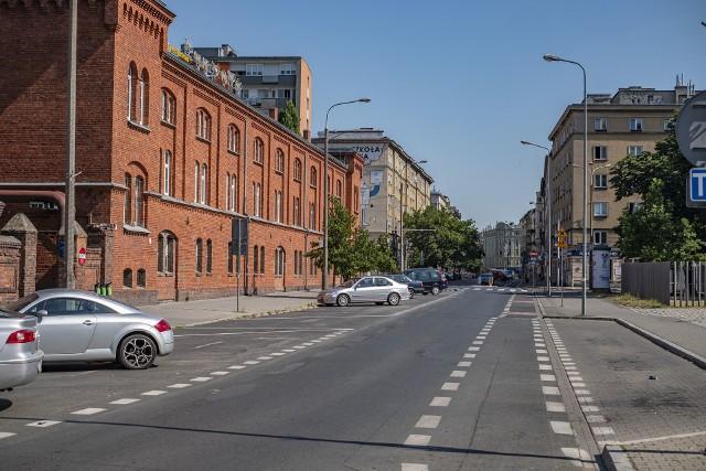 W 2014 roku  na Ratajczaka tak świętowano Dzień bez Samochodu. Budowa nowej trasy tramwajowej jest powiązana z uspokojeniem ruchu na tej ulicy