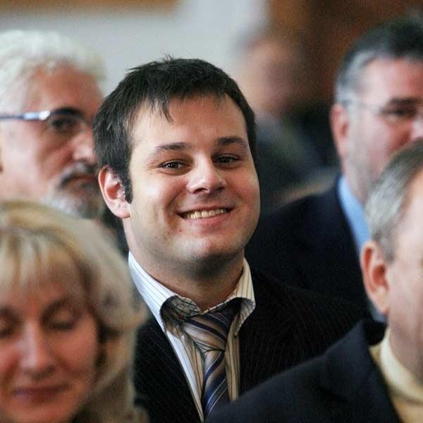 O Adrianie Zbyrowskim było głośno za sprawą konopi włóknistych, które uprawiał. Zapłacił 2 tys. zł grzywny. Twierdził, że nie wiedział, iż ich uprawa jest karalna.