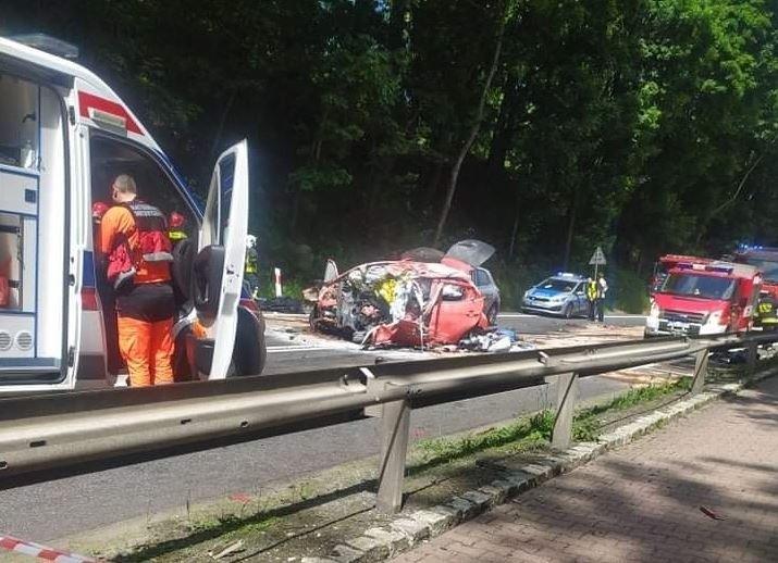 W wypadku na drodze krajowej nr 8 w Dusznikach zdroju...