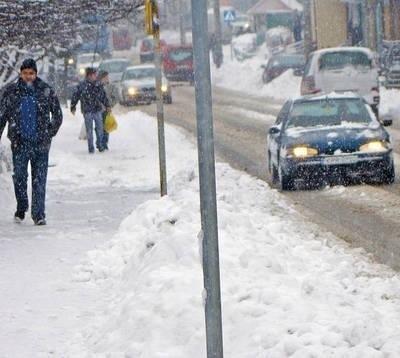 Zasady zimowego utrzymania chodników dla pieszych są bardzo proste. Tylko rzeczywistość bywa skomplikowana. Fot. Aleksander Gąciarz