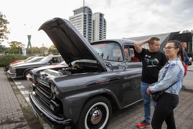 Na plac wpuszczane są klasyki wyprodukowane przed 1989 rokiem lub których seria rozpoczęła się przed '89. Pojazdy młodsze mogą wziąć udział w wydarzeniu za zgodą organizatorów.
