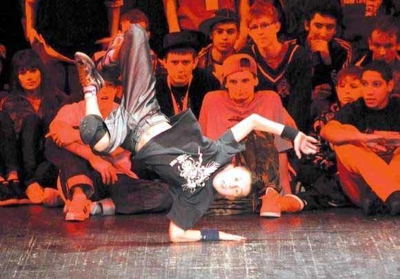 Breakdance mogą tańczyć wszyscy. Najmłodsi b-boye mają po kilka lat. Na zdjęciu Wojtek z ekipy Side to Side, uczestnik IV edycji Over the Top.